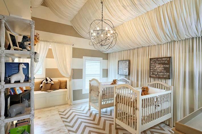 красивый дизайн интерьера детской комнаты в бежевом цвете
