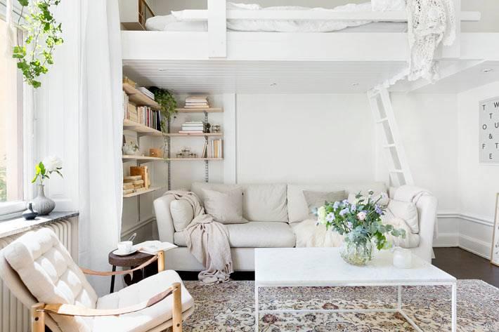 белый цвет в дизайне маленькой квартиры со вторым уровнем