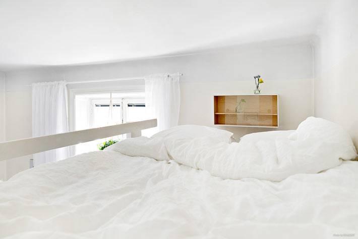 спальное место под потолком квартиры фото
