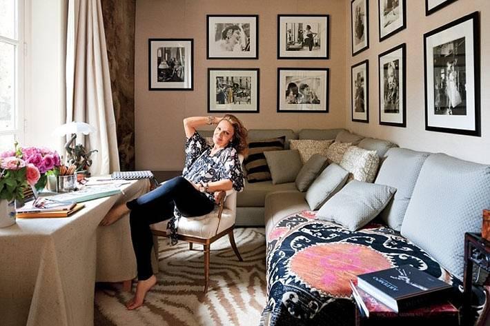 красивый домашний офис с диваном для женщины