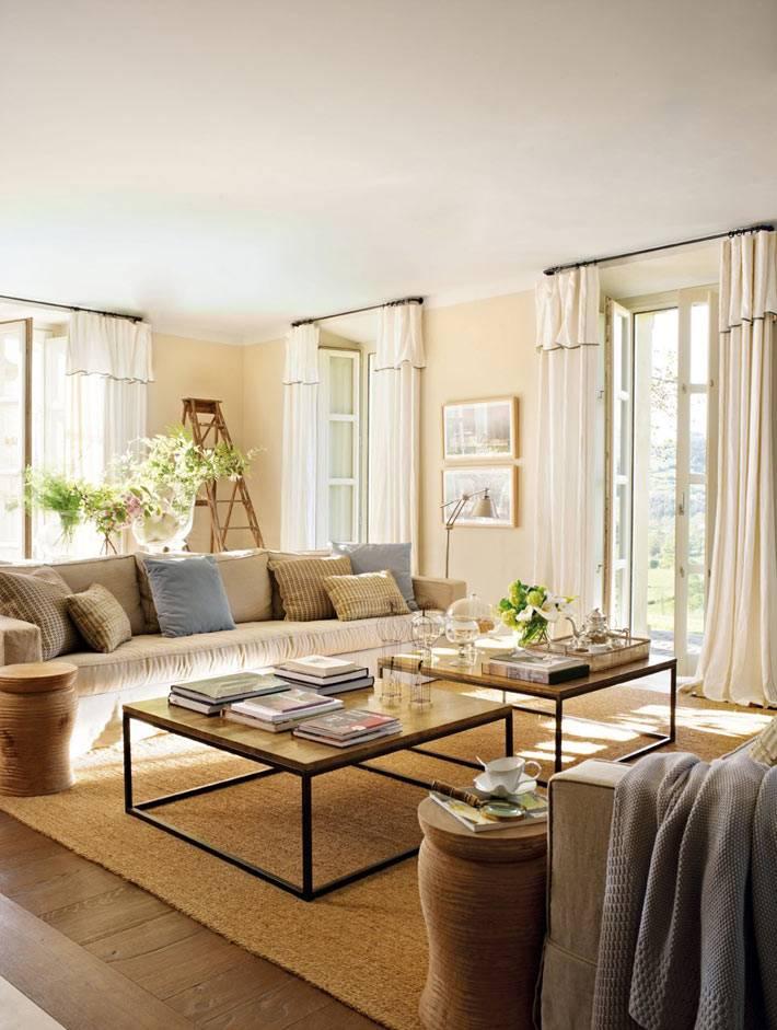 теплые оттенки бежевого цвета в интерьере гостиной комнаты