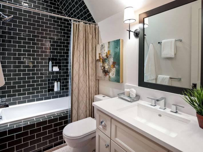 черная плитка с белой затиркой в интерьере ванной комнаты фото