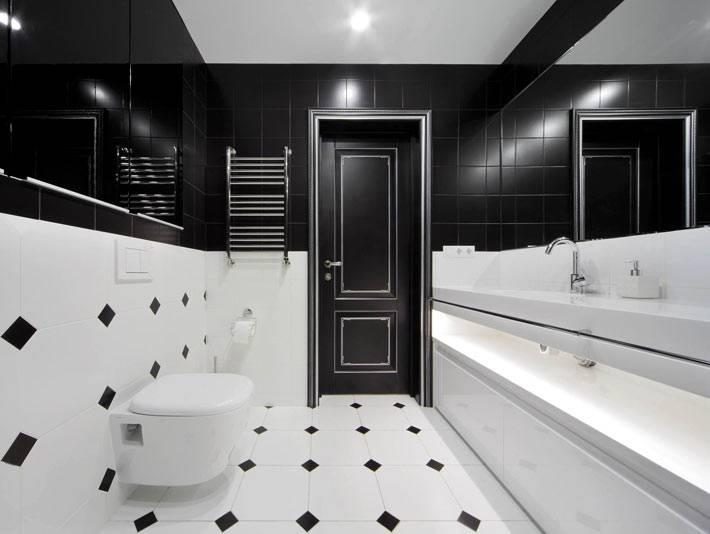 черно-белый дизайн ванной комнаты с горизонтальным делением стен фото
