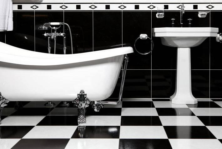 классика дизайна - черно-белый интерьер ванной комнаты
