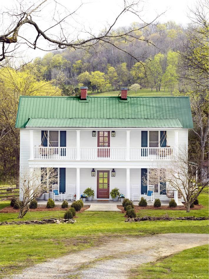 красивый дом на фоне осенней природы фото