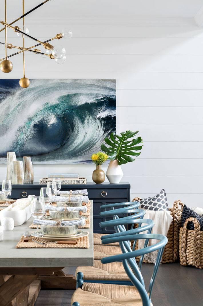 красивый дизайн столовой комнаты с плетеными креслами фото