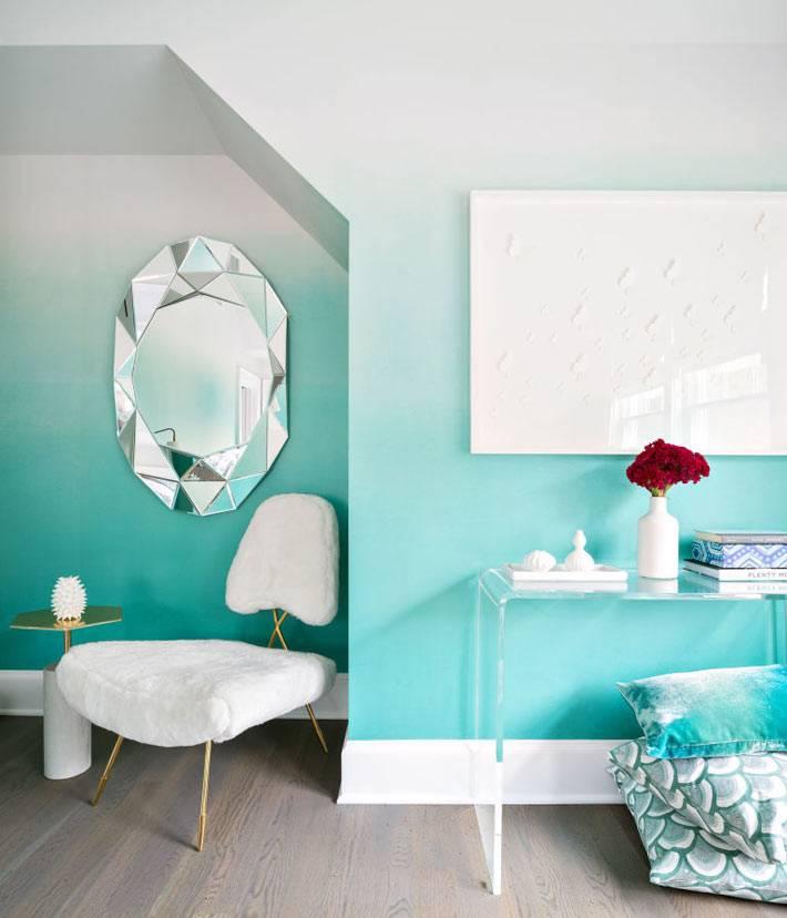 бирюзовый цвет в дизайне спальни с белой мебелью фото