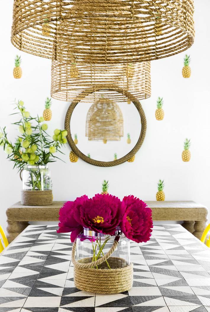 обои с яркими ананасами в интерьере дома