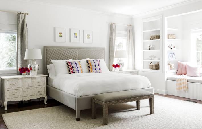 красивая спальня в спокойных серых тонах фото