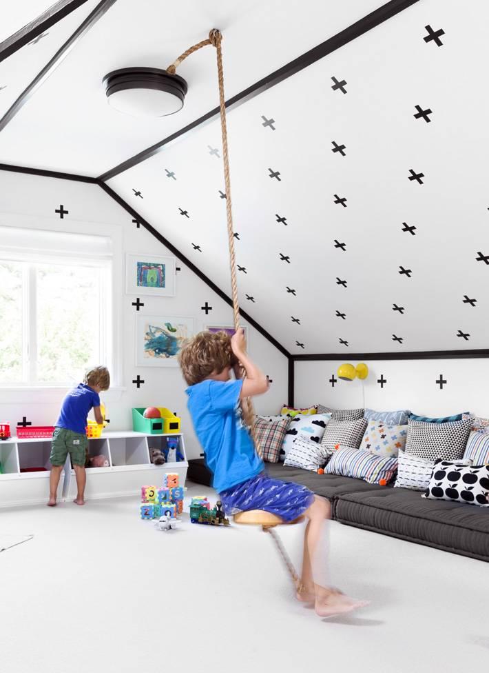 дизайн детской комнаты для игр в мансардном помещении