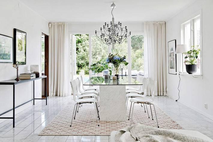 белое пространство в дизайне интерьера столовой фото