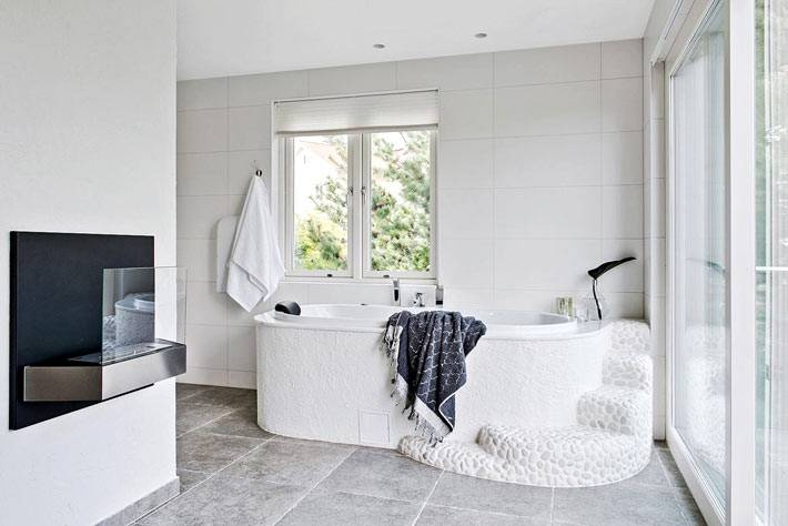 белая плитка для облицовки стен в ванной комнате фото