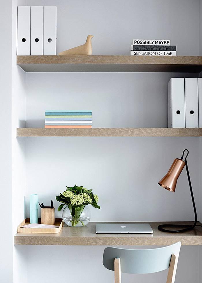 деревянные полки в дизайне домашнего офиса фото