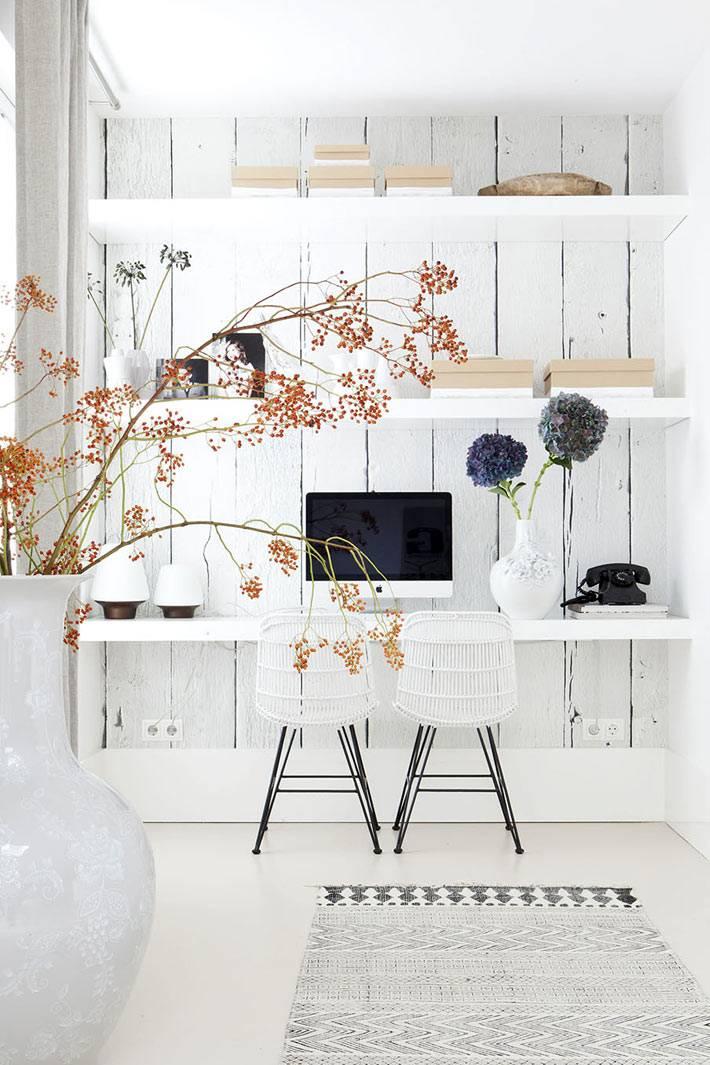 белое дерево в интерьере домашнего офиса фото