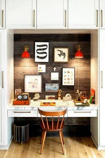 уютное рабочее место с деревянной стеной фото