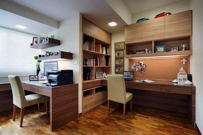 домашний офис для двоих с деревянной отделкой фото
