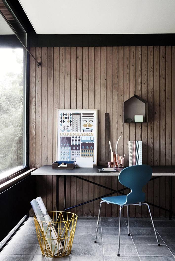 Домашний кабинет в стиле минимализма с отделкой из дерева
