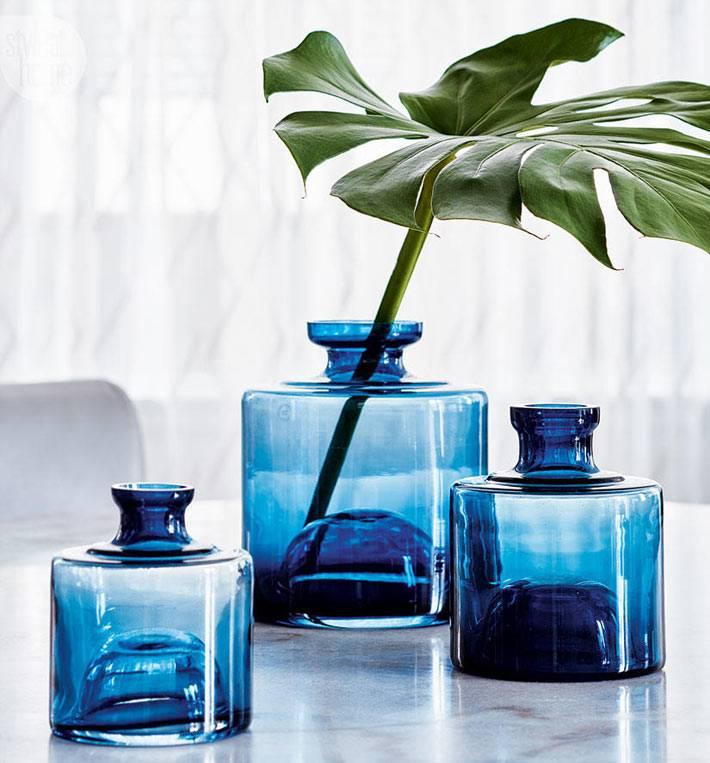 синие баночки и визы для декора интерьера фото