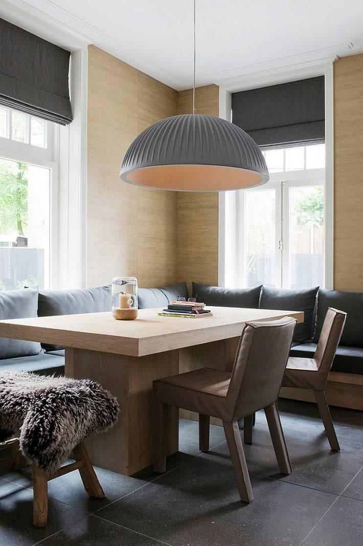 светлое дерево в скандинавском оформлении столовой зоны