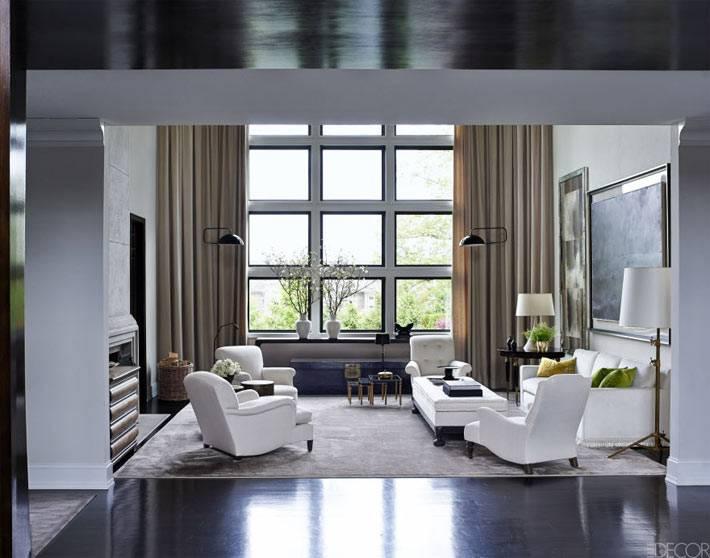 холодный дизайн дома в Нью-Джерси с белой мягкой мебелью