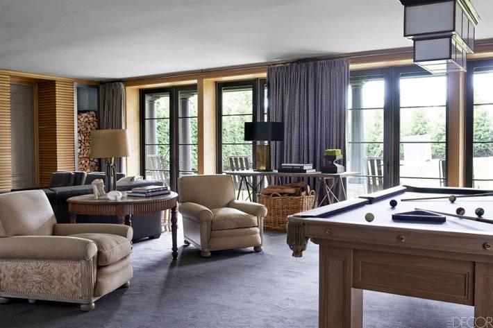 бильярдный стол в дизайне интерьера гостиной комнаты