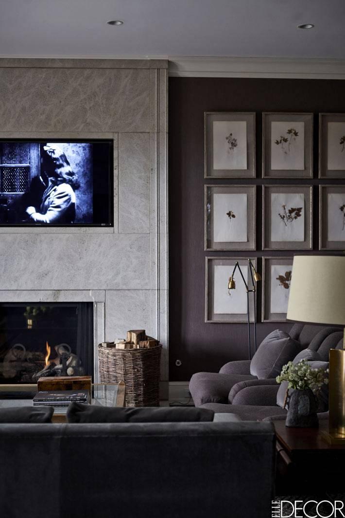 темные тона в интерьере гостиной с камином фото