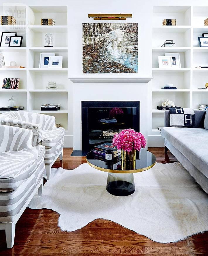 красивый дизайн интерьера дома в белом цвете в Торонто