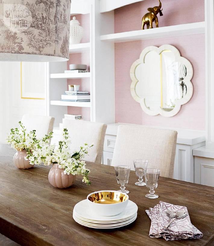 красивое фигурное зеркало в дизайне столовой комнаты