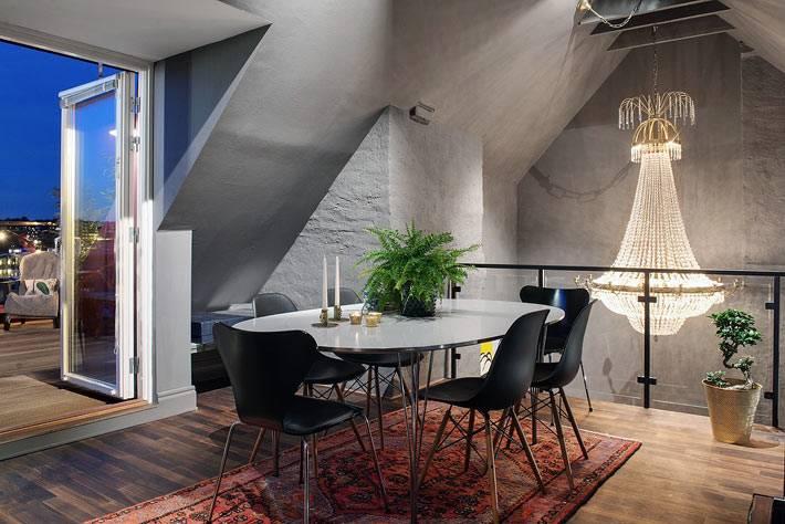 столовая на мансардном этаже с выходом на террасу фото