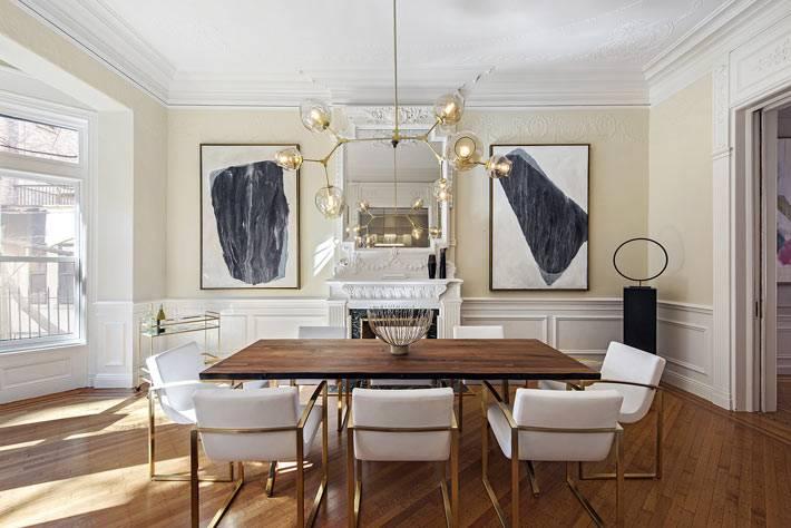 красивый дизайн интерьера столовой с необычной люстрой