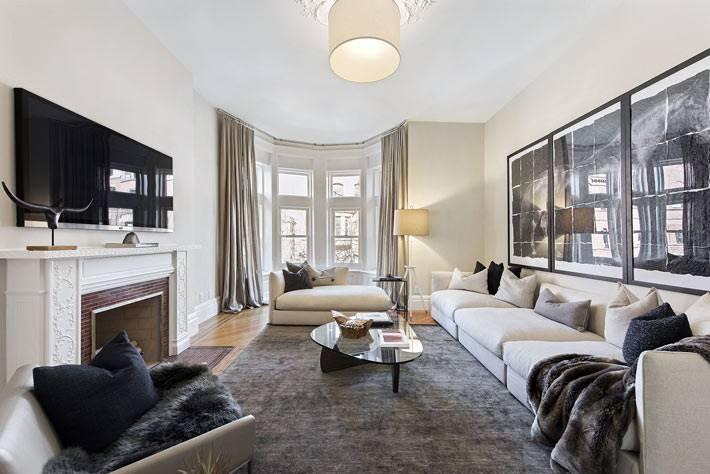 роскошный интерьер гостиной комнаты с плазменным телевизором фото