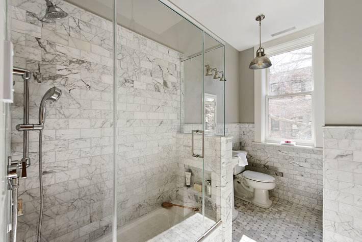 современный интерьер ванной комнаты с душевой кабиной