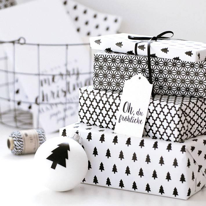 черно-белая упаковочная бумага для подарков на новый год