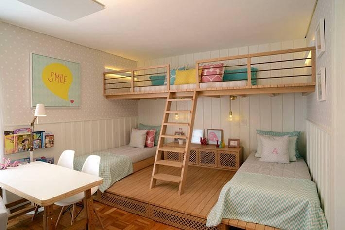 деревянные ярусы в дизайне детской комнаты фото