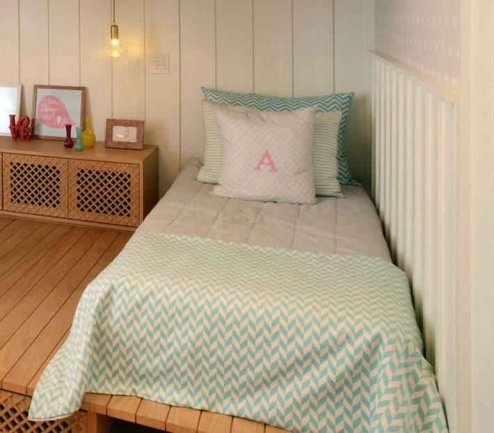 интересный дизайн интерьера детской комнаты с подиумом