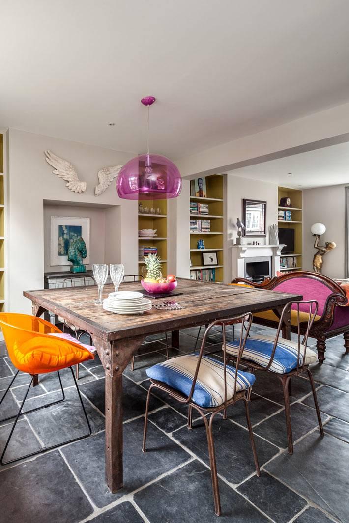 Смелое сочетание стилей и цветов в дизайне интерьера дома
