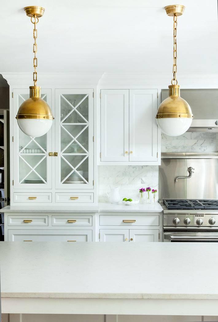круглые подвесные светильники в дизайне кухни фото