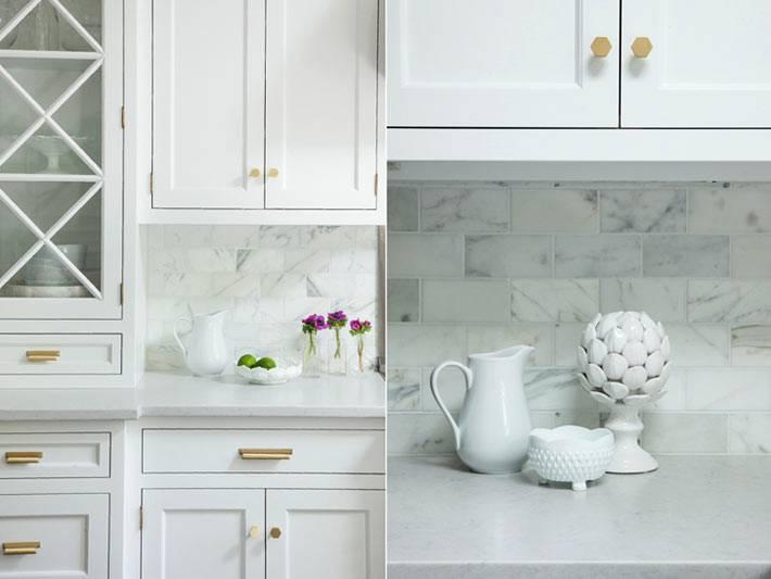 светлая мебель на кухне с закрытыми шкафами и открытыми полками фото