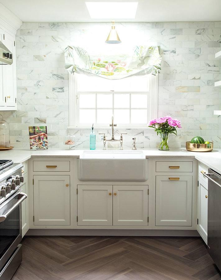 рабочая зона в интерьере кухни П-образной формы фото