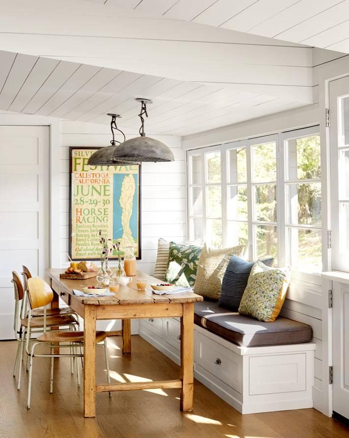 дизайн столовой зоны в рустик стиле возле окна фото