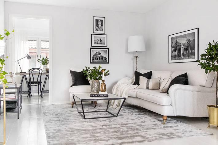 белый цвет в интерьере гостиной комнаты с черно-белыми картинами