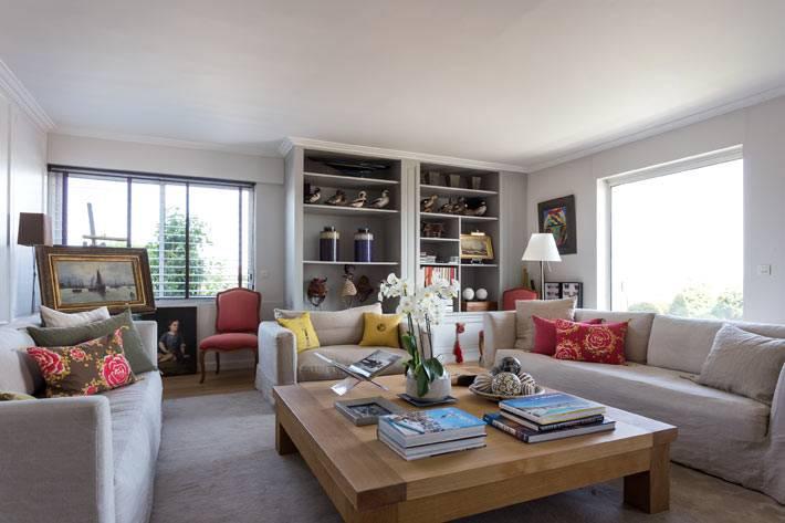 серый цвет в дизайне интерьера гостиной в квартире в Париже
