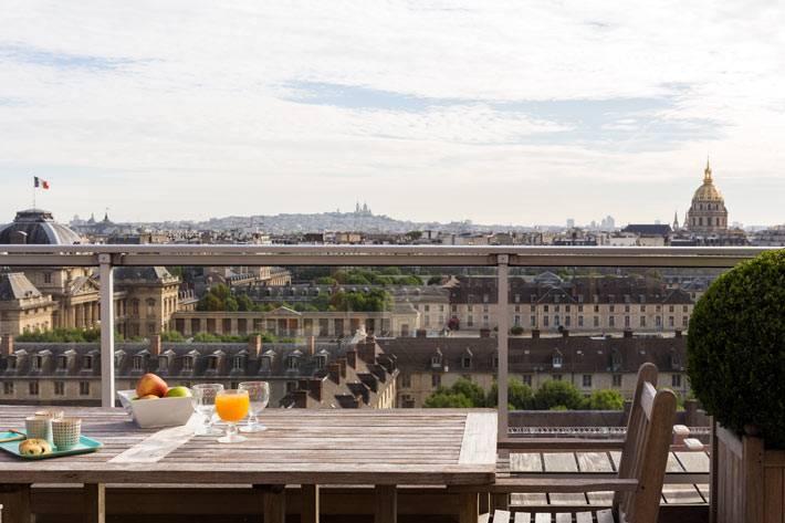 открытая терраса с видом на Париж