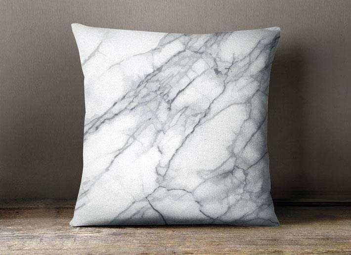 диванные подушки с мраморным принтом фото