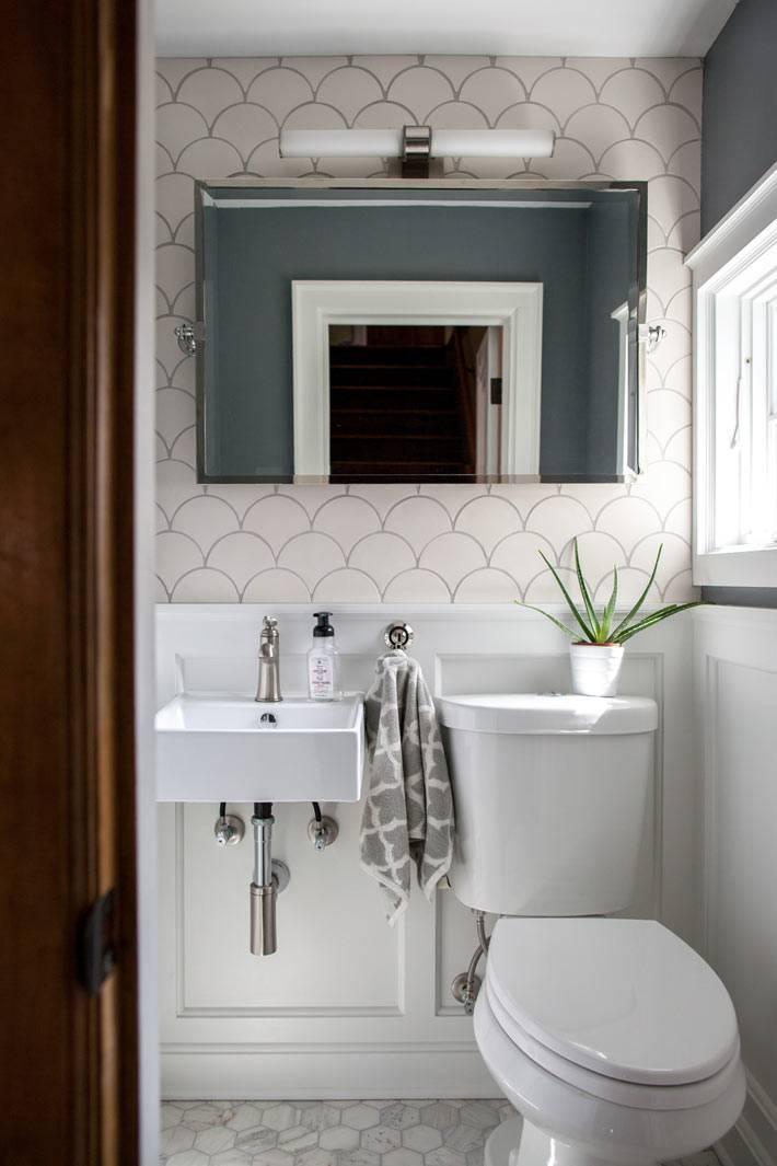 плитка рыбья чешуя белого цвета в дизайне туалета