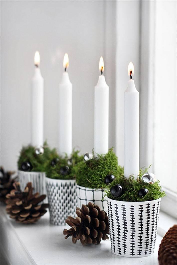 свечи в горшочках на подоконнике в новогоднем интерьере