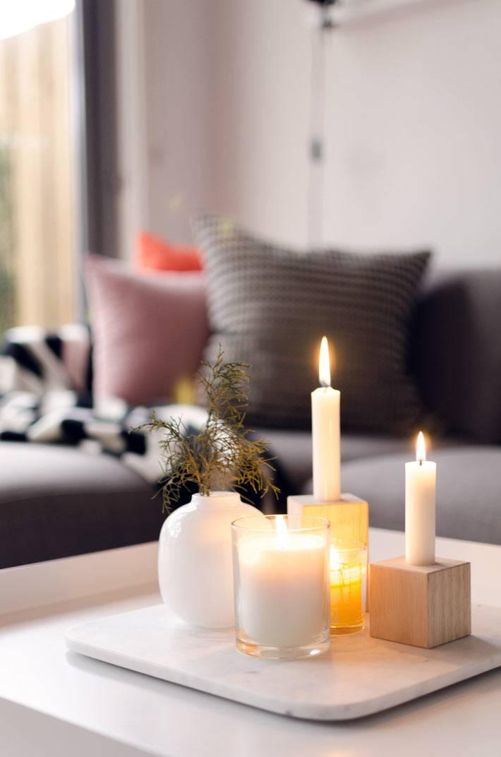 свечи и подсвечники в интерьере гостиной фото