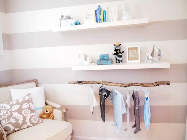 бревно для хранения детской одежды в детской комнате