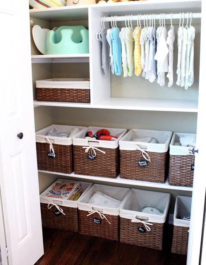 шкаф для детских вещей с термпелями и плетеными корзинами