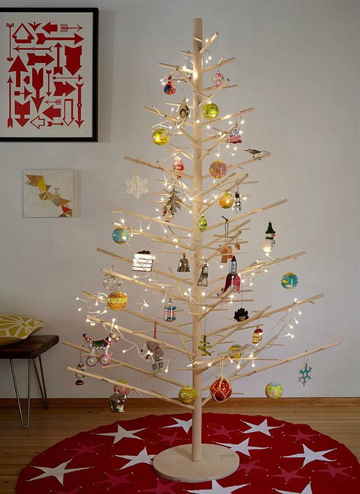 самодельная деревянная новогодняя ель